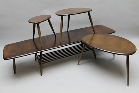 A LAST QUARTER 20TH CENTURY ERCOL BRANDED LOUNGE SUITE comprising pebble design nest of three tables, together with an extending rectangular twin flap coffee table, with magazine under tier 37cm high