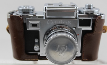 A ZEISS IKON CONTAX CAMERA L81441, fitted with a Zeiss-opton No.685104 Sonnar 1:2 F=50mm lens, in leather carry case