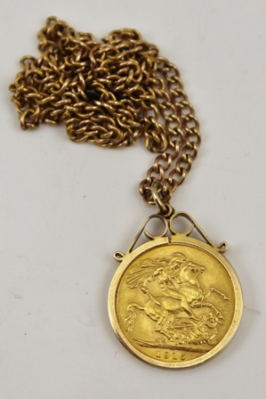 A 1915 SOVEREIGN mounted within a 9ct gold pendant mount, on a 9ct GOLD CHAIN (chain weight 10g)
