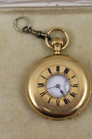 A VICTORIAN 18CT GOLD CASED HALF HUNTER POCKET WATCH, the inner plate engraved with maker, Thomas Reynoldson & Son, Hull, No.52781, the white enamel dial with secondary dial and Roman numerals, the back plate engraved with the Armorial of Palmer, Brampton House