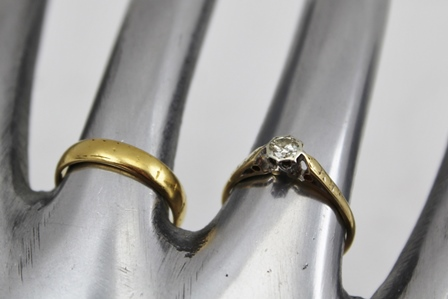 A 22CT GOLD WEDDING BAND together with a SOLITAIRE DIAMOND RING on 18ct gold band (2)