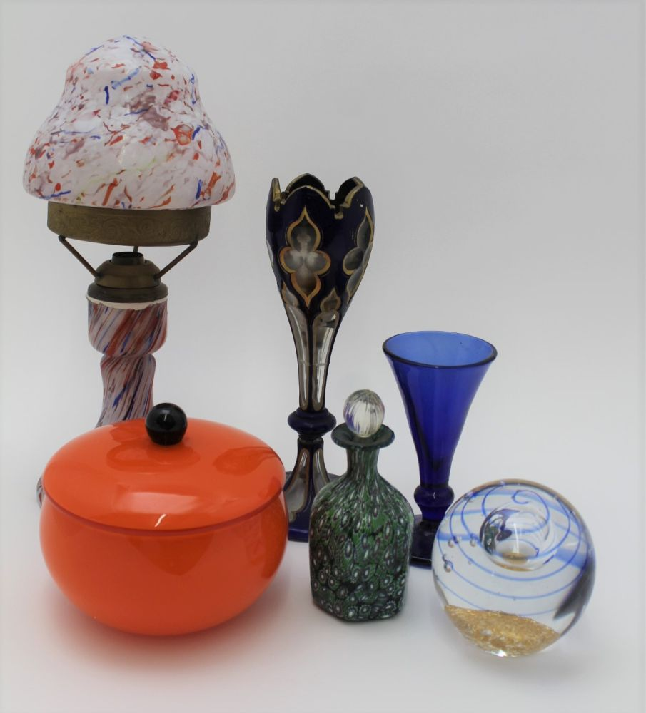 A COLLECTION OF MURANO & OTHER GLASSWARE, to
