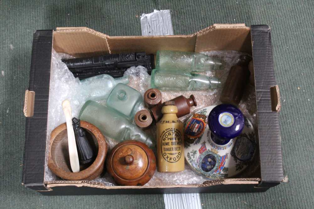 A BOX CONTAINING A PUSSERS CERAMIC RUM DECANT