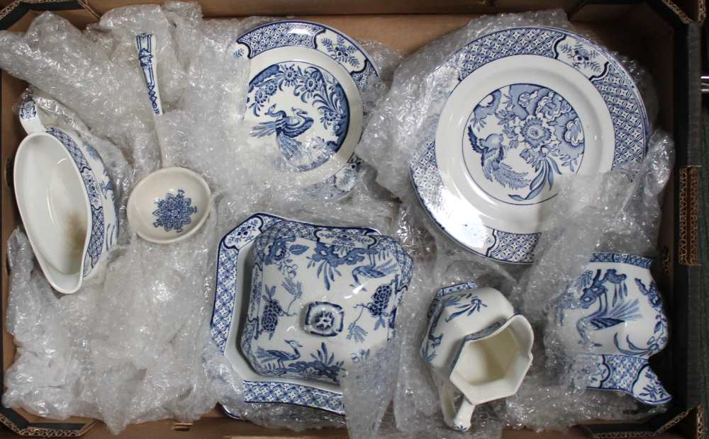 A BOX CONTAINING A SELECTION OF BLUE & WHITE