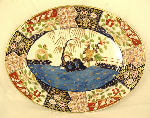A 19TH CENTURY ENGLISH IMARI COLOURED OVAL PLATTER with gilt highlights, in the manner of Derby, 56cm wide