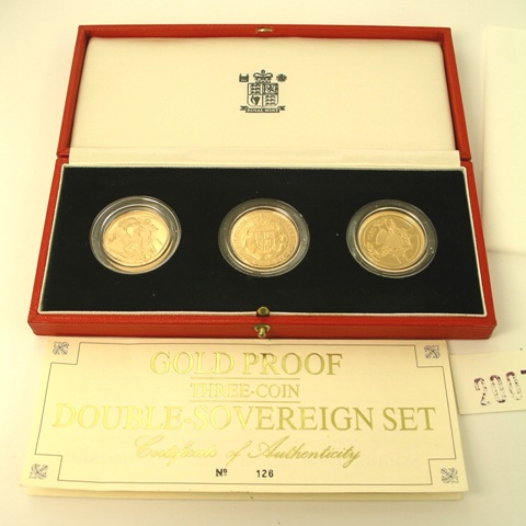 A ROYAL MINT UNITED KINGDOM DOUBLE SOVEREIGN GOLD PROOF COLLECTION, comprising three coins; a 1980 £2 piece, 1989 and 1991 double sovereigns, in presentation box, issue 126/500, approximately 48g.