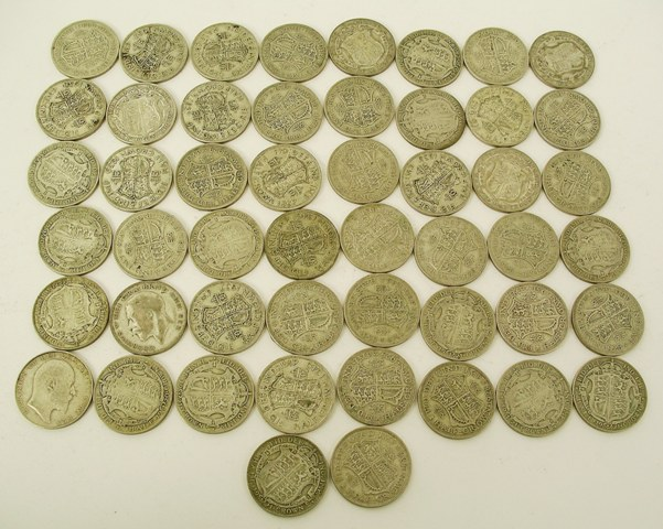 A COLLECTION OF 50% SILVER BRITISH GEORGE V & GEORGE VI HALF CROWNS 1920-1946 including approximately 50 coins