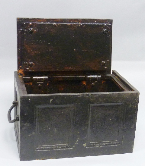 AN EARLY 19TH CENTURY STEEL STRONG BOX, having panelled front and sides, key cover and key, 21cm x 33cm