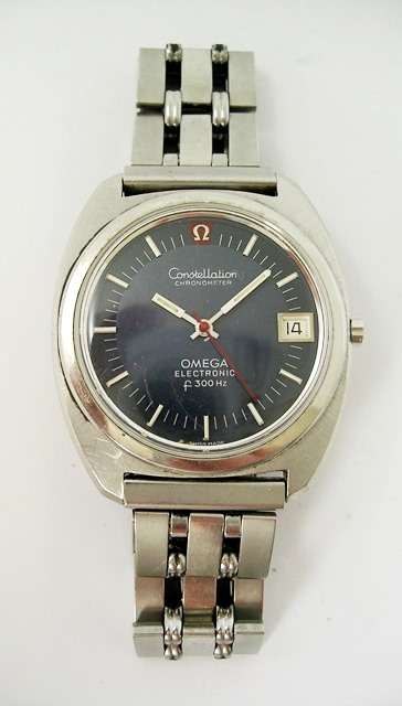 A GENTLEMANS OMEGA ELECTRONIC STAINLESS STEEL WRIST WATCH model Constellation Electronic, F300Hz, having blue dial batons, calendar, red centre seconds, on an unnamed steel bracelet