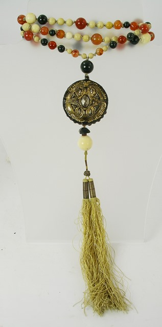 AN IVORY, CORNELIAN AND BLOODSTONE SAUTOIR with large carved ivory pendant