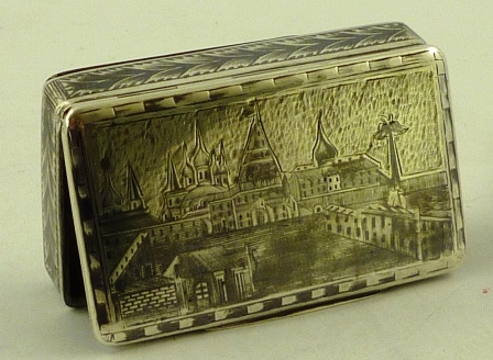 A LATE 19TH/EARLY 20TH CENTURY RUSSIAN SILVER SNUFF BOX having niello worked top and surround with Baltic port scenes, 15mm x 75mm