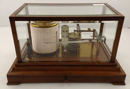 A 20TH CENTURY MAHOGANY CASED BAROGRAPH having lacquered and gilded brass fittings with mercurial thermometer and charts, 20 x 38cm