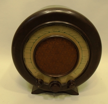 A 1940s/1950s EKCO (E.K. Cole) ALL ELECTRIC RADIO RECEIVER type A22, having brown bakelite case and knobs, non operational - sold as a Collectors item for ornamental purposes only