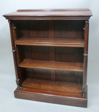 A LATE VICTORIAN MAHOGANY OPEN FRONTED BOOKCASE having fluted column mounts, fitted adjustable shelves, 98cm wide