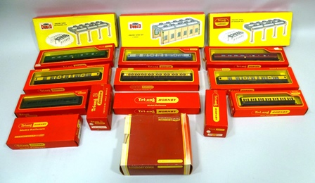 A SELECTION OF TRIANG 00 GAUGE RAILWAY ITEMS comprising; two diesel shunters R559, 8 mixed coaches, engine shed and extension and signal gantry
