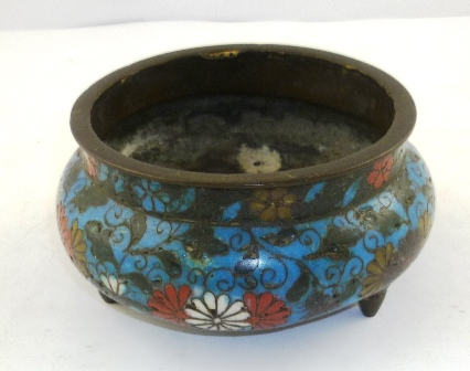 AN EARLY/MID 20TH CENTURY ORIENTAL TING, allover decorated in polychrome cloisonne enamels with stylised flora, 65mm high x 13.5cm diameter